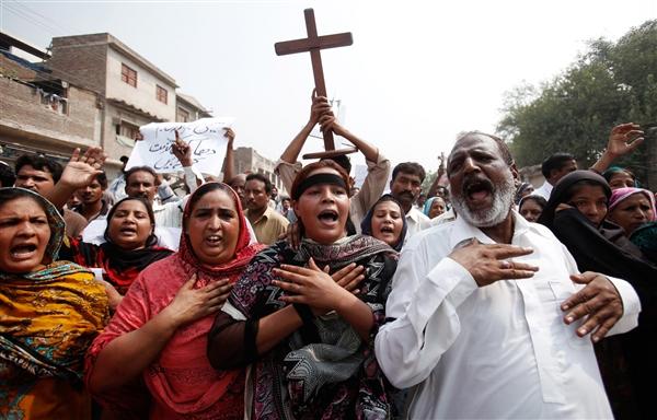 130923-pakistan-protest-hmed-730a.photoblog600